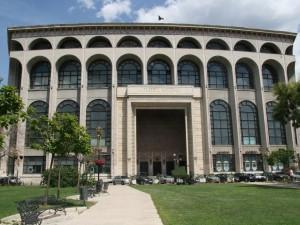 Национальный театр имени Иона Луки Караджале